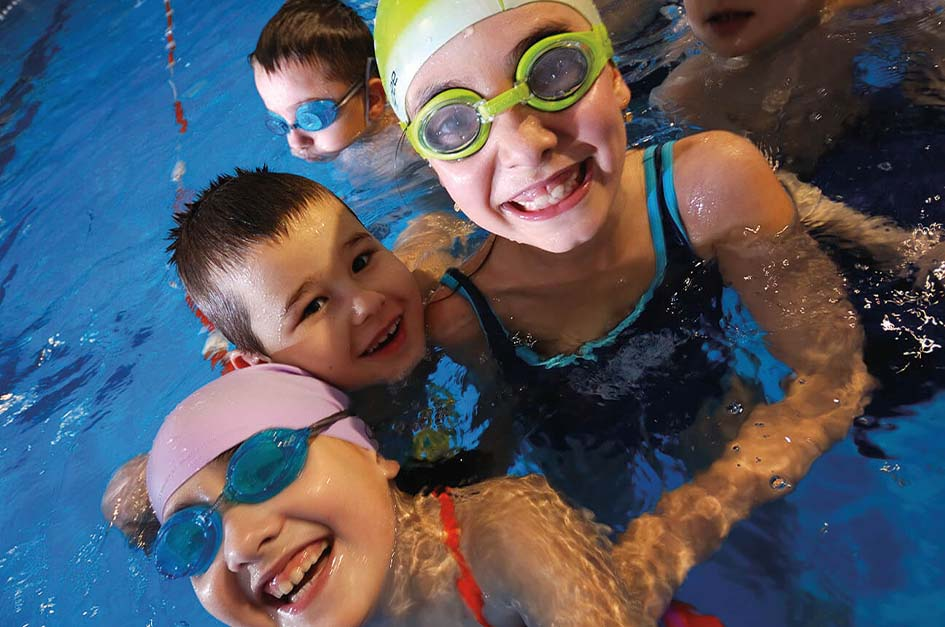 Children in a swimming lesson